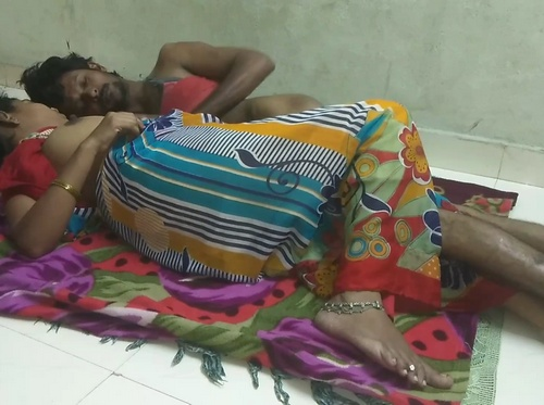 Hot Indian Bhabhi In Saree Hard Sex On Floor